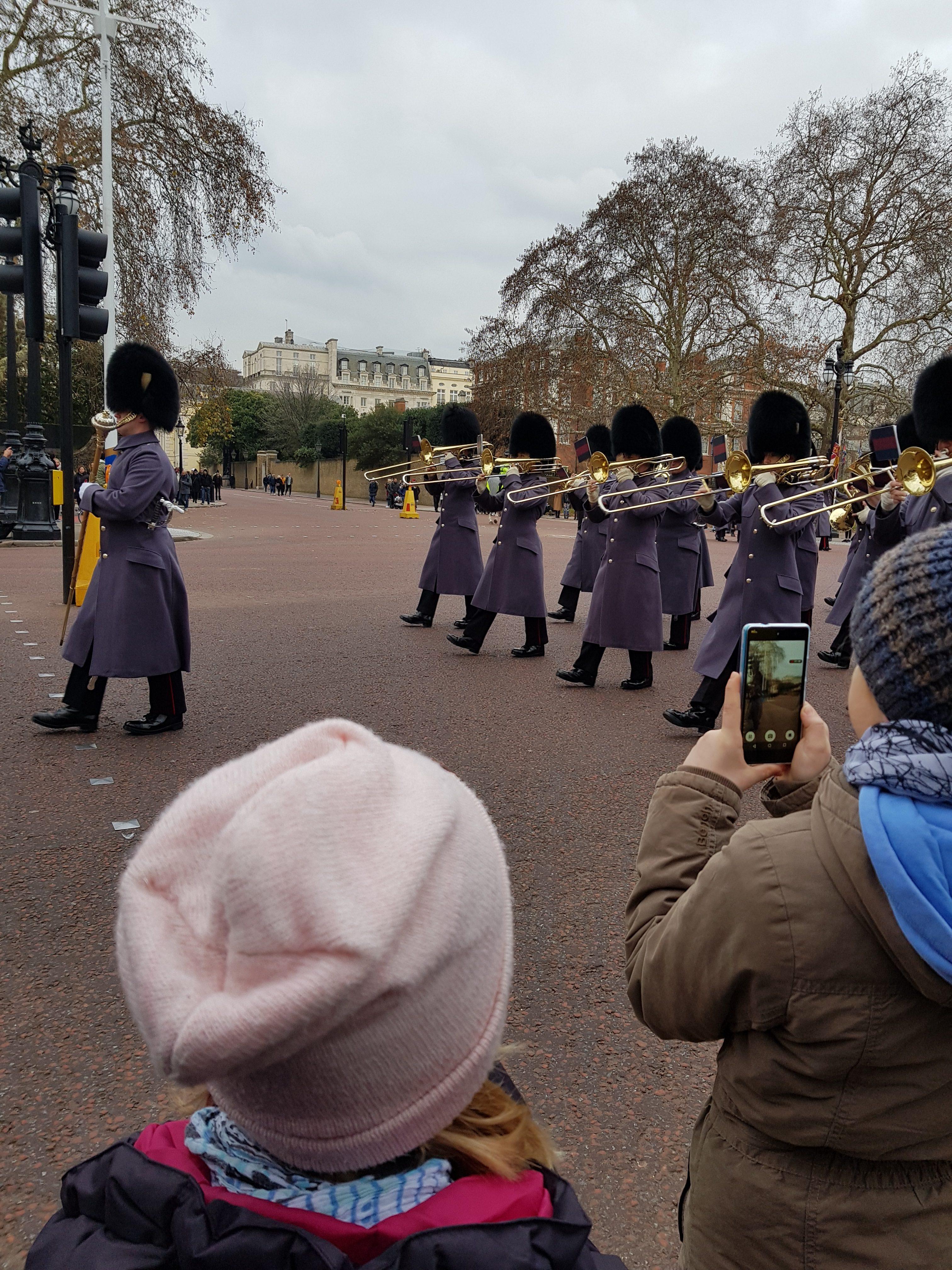 Wachablösung in London mit Kindern erleben
